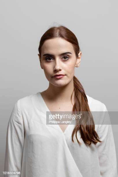 portrait of woman - vネック ストックフォトと画像