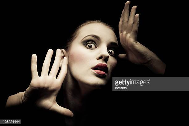 portrait of woman posing, low key - actor stockfoto's en -beelden