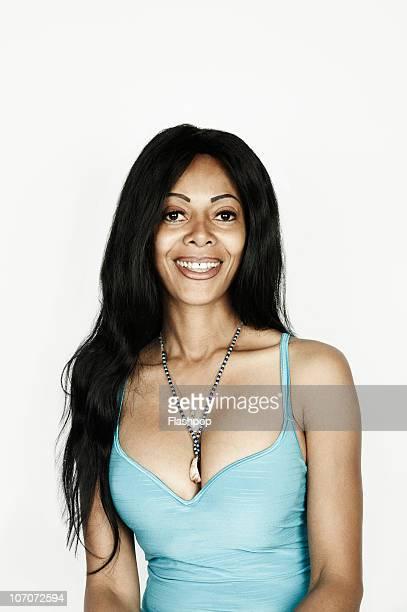 portrait of woman smiling  - belles poitrines photos et images de collection