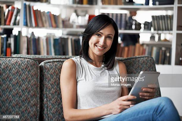 portrait of woman using digital tablet - sleeveless top stock pictures, royalty-free photos & images
