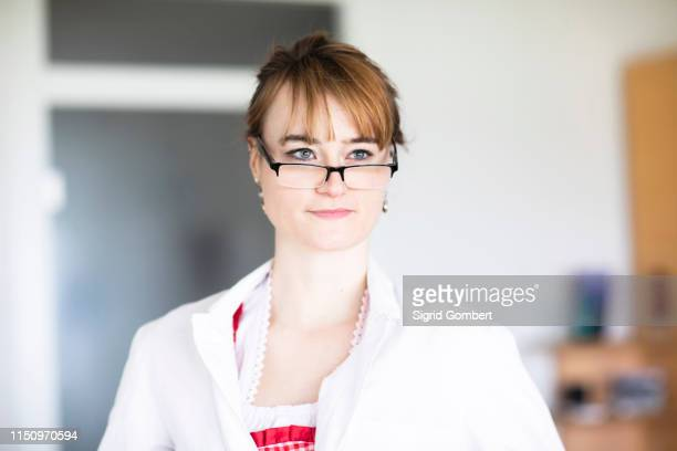portrait of woman wearing eye glasses - sigrid gombert stock-fotos und bilder