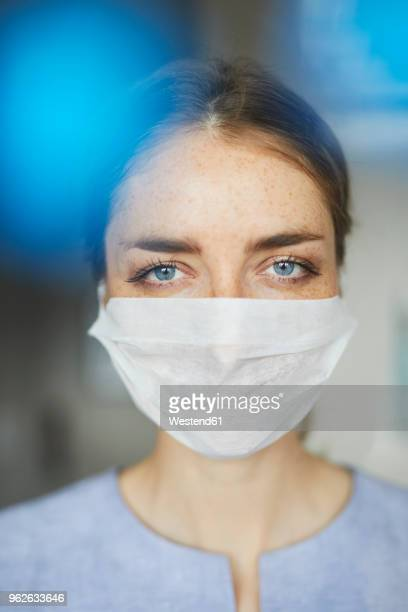 portrait of woman wearing surgical mask - protective sportswear stock pictures, royalty-free photos & images