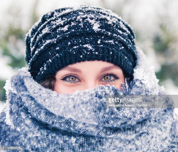 portrait of woman with covering face with scarf - adamo photos et images de collection