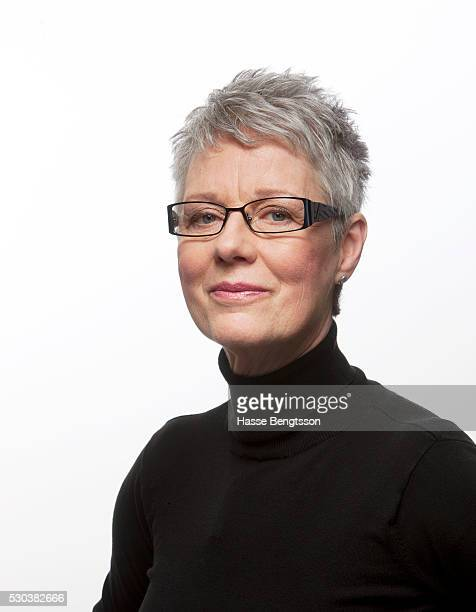 portrait of woman with glasses - formal portrait stockfoto's en -beelden