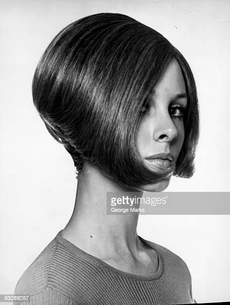 portrait of woman with modern haircut - bob frisur stock-fotos und bilder