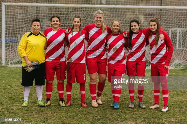 portrait of women's soccer team - football team stock pictures, royalty-free photos & images