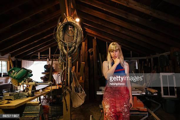 portrait of wood artist in workshop - heshphoto fotografías e imágenes de stock