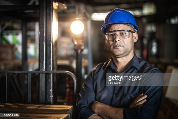 retrato de trabalhador - capacete equipamento - fotografias e filmes do acervo
