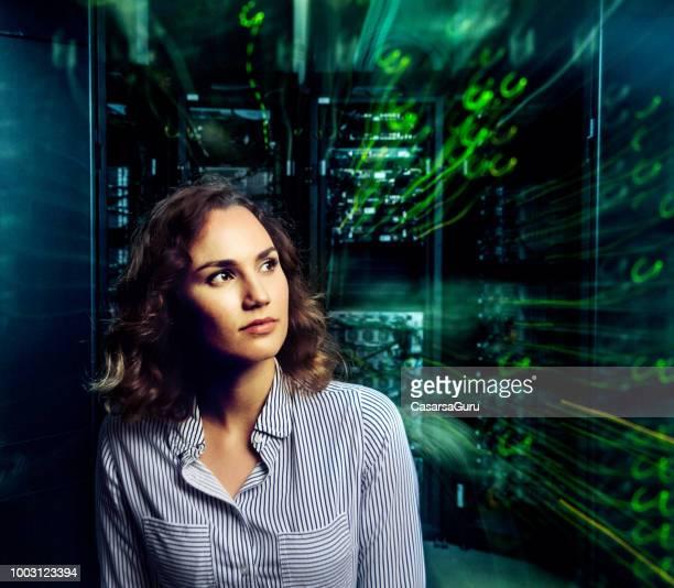 Portrait of Young Adult Woman im Serverraum