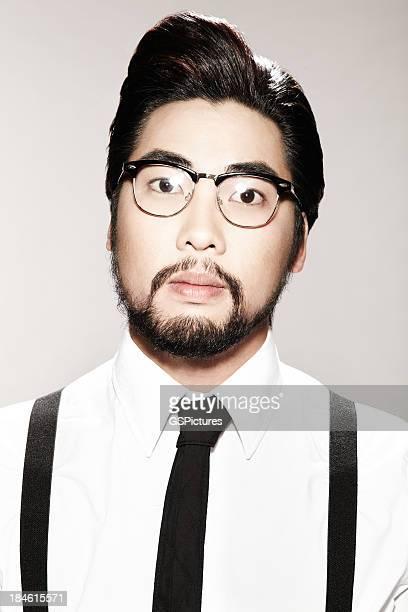 若いアジア人男性のポートレート
