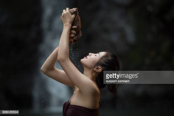 portrait of young beautiful woman - thai massage - fotografias e filmes do acervo