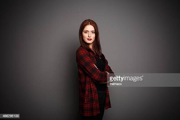 Ritratto di giovane bella donna in posa