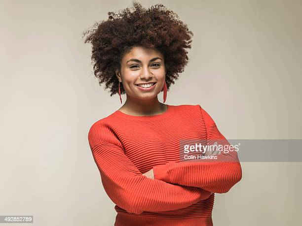 portrait of young black female - sorrindo - fotografias e filmes do acervo