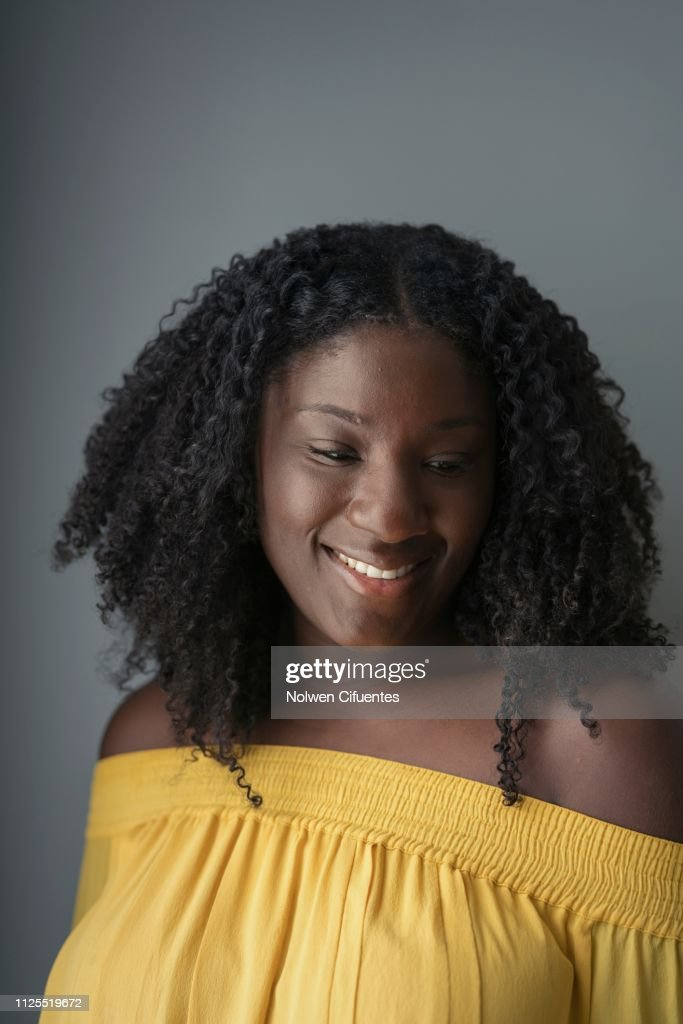 Portrait of Young black smiling woman : Stock-Foto