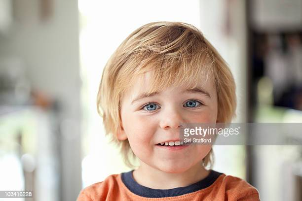 portrait of young boy, age 2 years, smiling - 2 3 years stock pictures, royalty-free photos & images