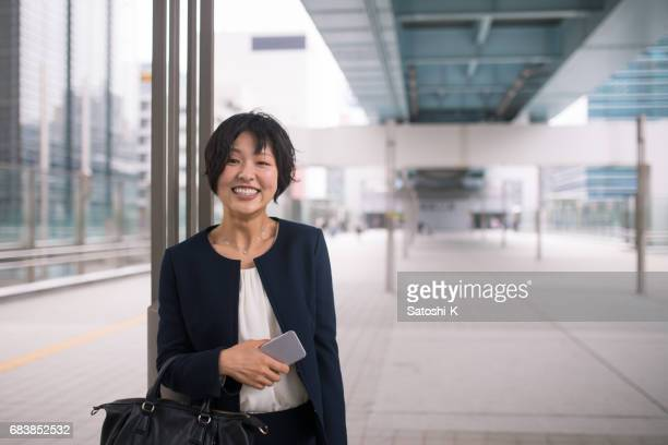 portrait of young business woman in city - one mid adult woman only stock pictures, royalty-free photos & images