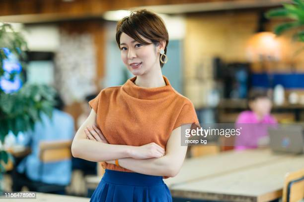 portrait of young business woman in modenr co-working space - waist up stock pictures, royalty-free photos & images