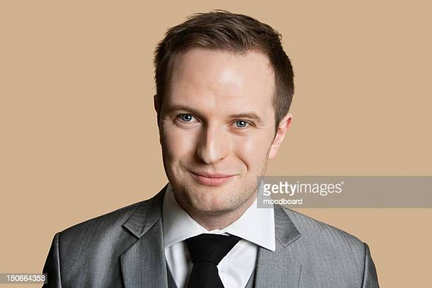 portrait of young businessman over colored background - tête composition photos et images de collection