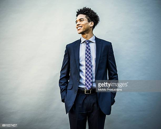 portrait of young businessman - krawatte stock-fotos und bilder