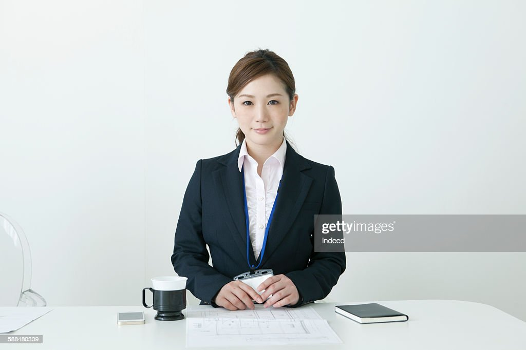 Portrait of young businesswoman at table : Stock-Foto