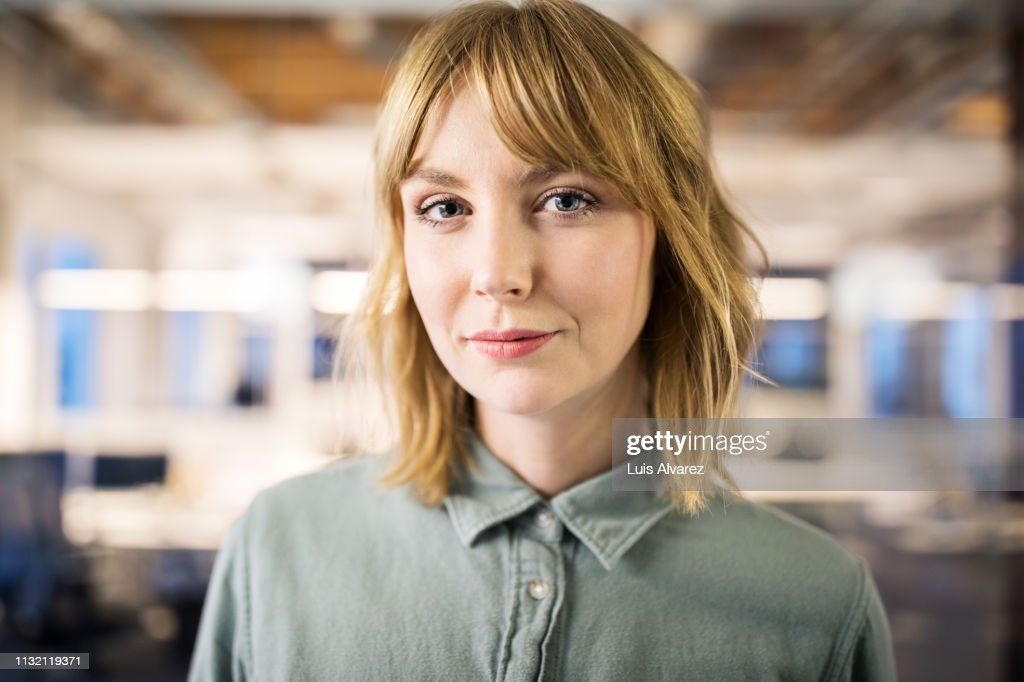 Portrait of young businesswoman in office : Stock-Foto
