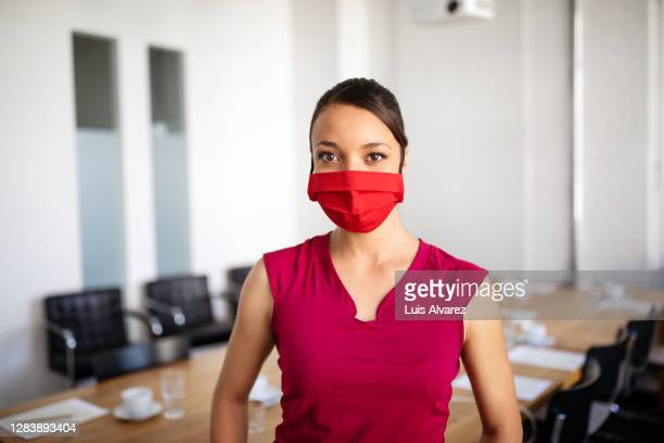 portrait of young businesswoman wearing face mask - coworking stock pictures, royalty-free photos & images