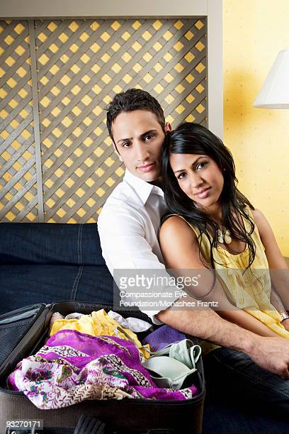 "portrait of young couple with open suitcase. - ""compassionate eye"" stock-fotos und bilder"