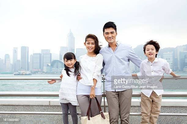 portrait of young family in victoria harbor, hong kong - ship front view stock-fotos und bilder