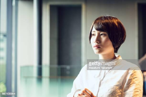 若い女性のビジネス人の肖像画。
