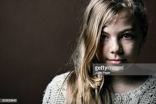 portrait of young girl - 14 15 jahre stock-fotos und bilder