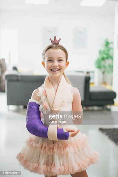 portrait of young girl with broken arm - broken arm stock pictures, royalty-free photos & images