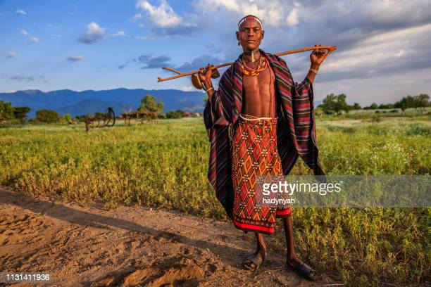 erbore 部族、エチオピア、アフリカからの若者の肖像 - 先住民文化 ストックフォトと画像