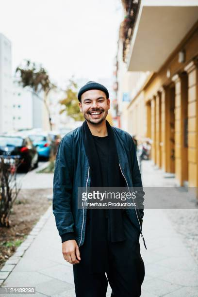 portrait of young man going out to meet friends - jeunes hommes photos et images de collection