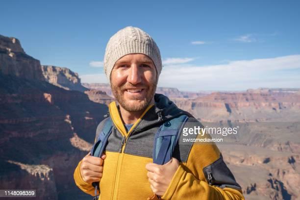 o retrato do homem novo nos eua na garganta grande famosa, estados unidos, povos viaja explora a natureza - usa - fotografias e filmes do acervo
