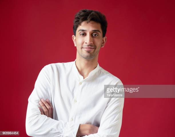 portrait of young man looking to camera - waist up stock pictures, royalty-free photos & images