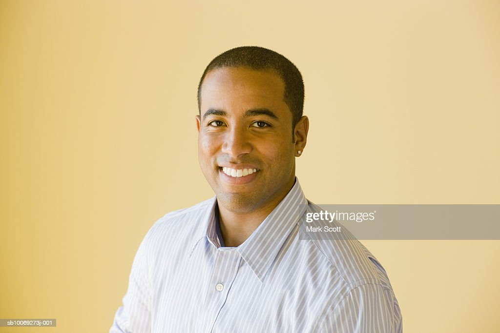 Portrait of young man smiling : Stockfoto