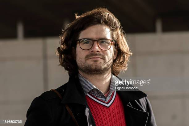 portrait of young man wearing eyeglasses - sigrid gombert stock pictures, royalty-free photos & images