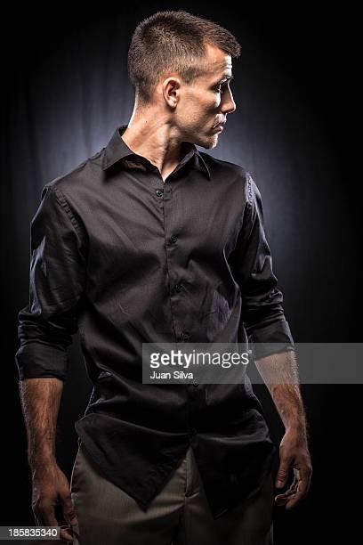 portrait of young man with black shirt - top nero foto e immagini stock