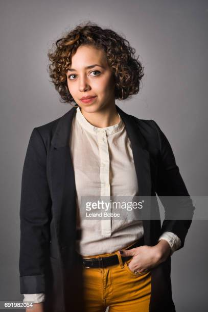 portrait of young mixed race woman - veste noire photos et images de collection