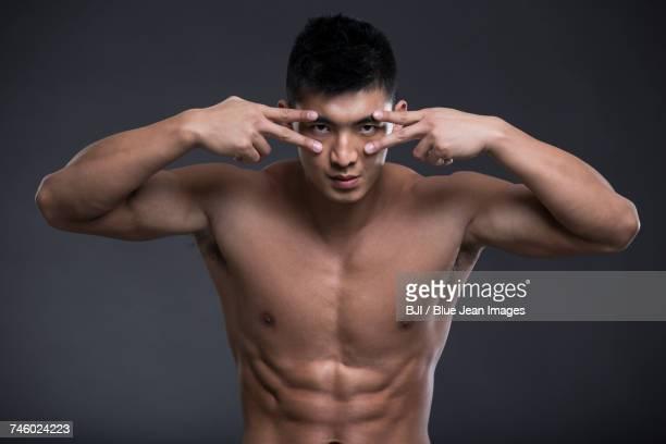 portrait of young muscular man - ragazzi fighi nudi foto e immagini stock