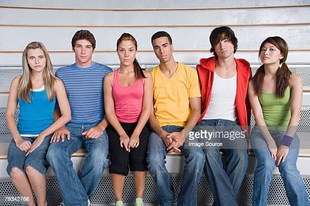 若い人々のポートレート - 無礼 ストックフォトと画像