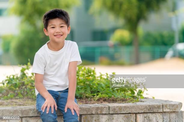 若い少年の肖像画 - 16:9 ストックフォトと画像