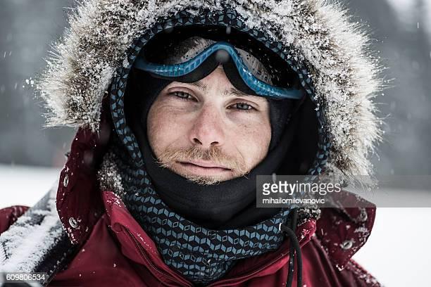 若いスキーヤーのポートレート