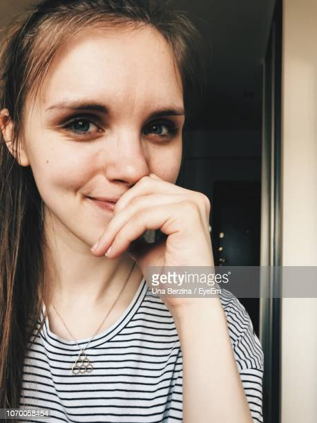 portrait of young woman at home - una persona stock pictures, royalty-free photos & images