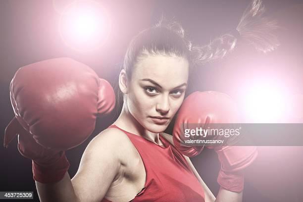 Porträt der jungen Frau-Boxen
