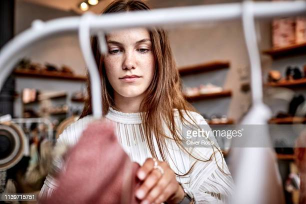 portrait of young woman in a fashion store - winkelen stockfoto's en -beelden