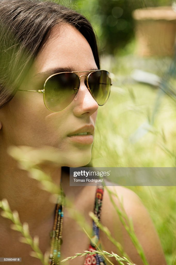 Portrait of young woman in sunglasses : ストックフォト