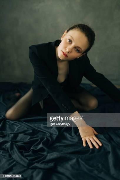 portrait of young woman looking at camera - junge frau strumpfhose stock-fotos und bilder