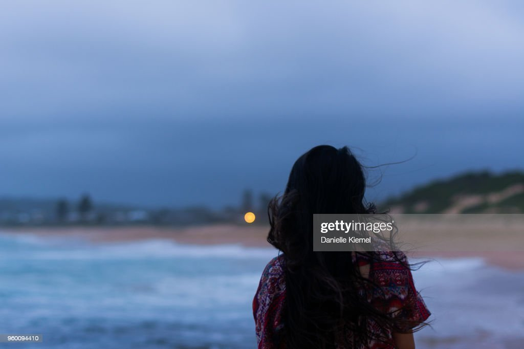 Portrait of young woman on the beach in evening : Stock-Foto