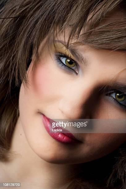 retrato de mujer joven - pintalabios rosa fotografías e imágenes de stock